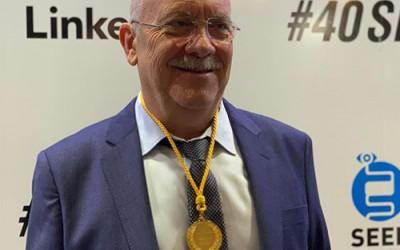 El Doctor Juan Antonio Casellas galardonado con la medalla de oro por la SEED